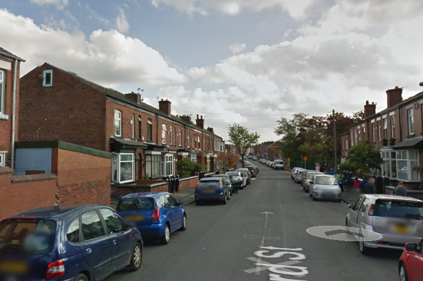 People pretending to be deaf are knocking on doors in Greater Manchester, The Manc