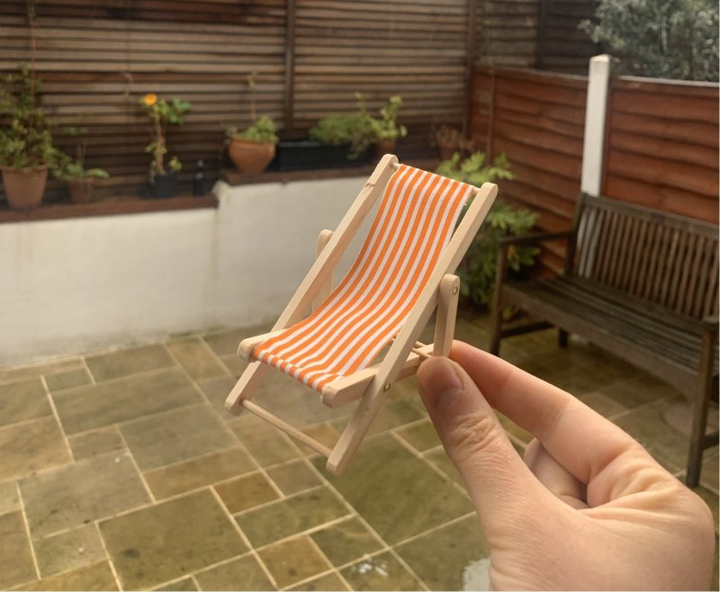 Woman buys £4 eBay deck chair and Twitter users respond hilariously, The Manc