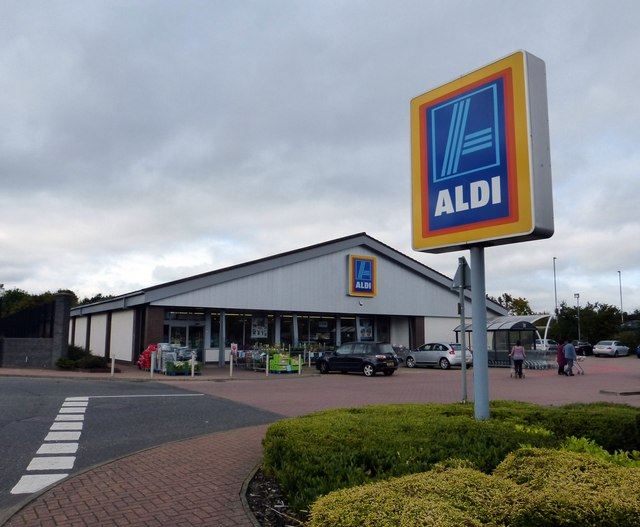 New offers have appeared in the Aldi Specialbuys and Middle of Lidl aisles this week, The Manc