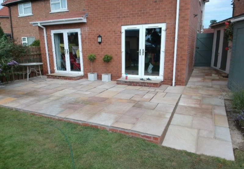 Mum praises builder's kindness for leaving 'pay packet' for young son who helped out, The Manc