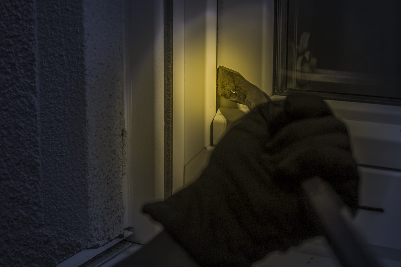 Burglars have been raiding Eccles homes whilst pretending to check water pressure, The Manc