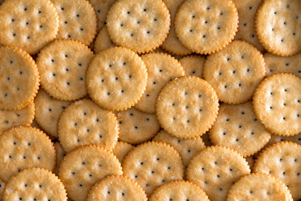 Man discovers we've been cutting  cheese for Ritz crackers wrong our whole lives, The Manc