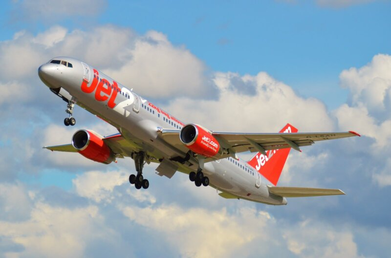 Jet2 plane seen circling Manchester following 'loud bang' during takeoff, The Manc