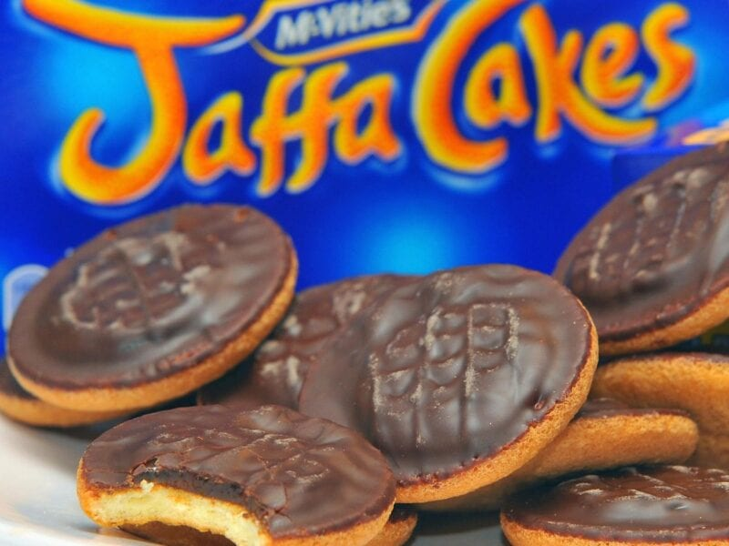 This is apparently the 'correct' way to eat a Jaffa Cake, The Manc