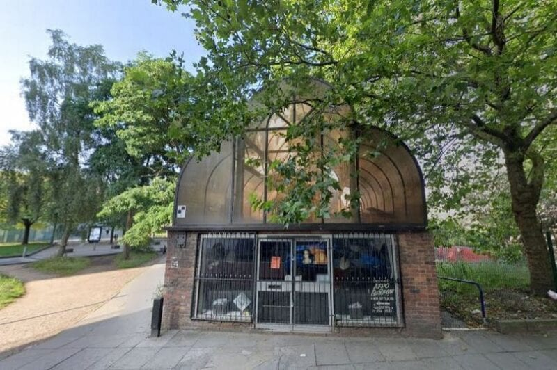 Inside look at the forgotten pub tucked away next to Manchester Victoria station, The Manc