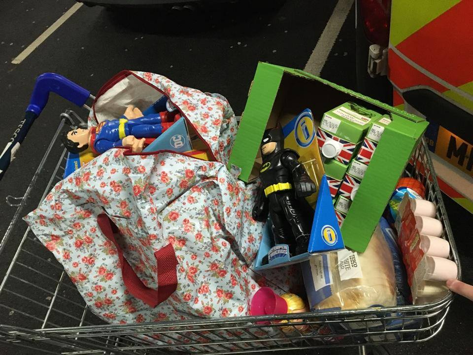 Oldham police and supermarket staff work together to help a struggling family, The Manc