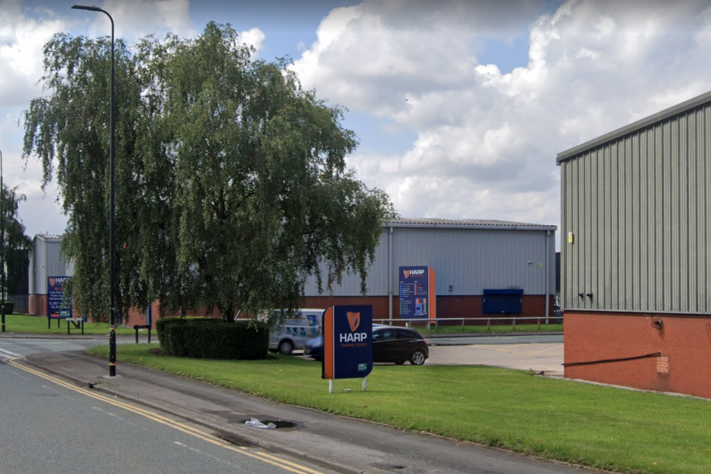 A Trafford gym holding exercise classes has been closed and fined after breaching lockdown, The Manc