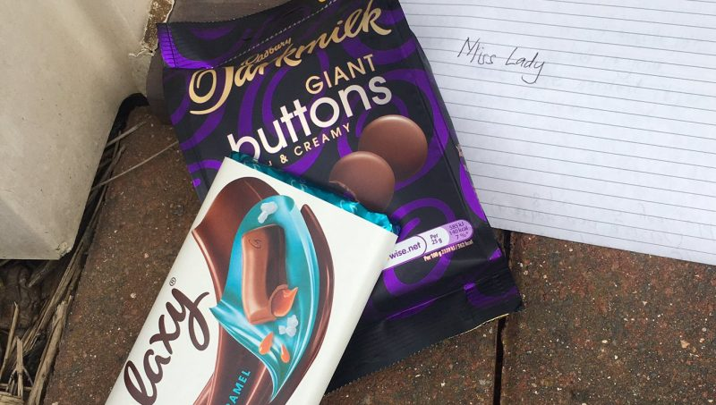 Kids leave chocolate and note thanking neighbour who helped retrieve their 'essential football', The Manc