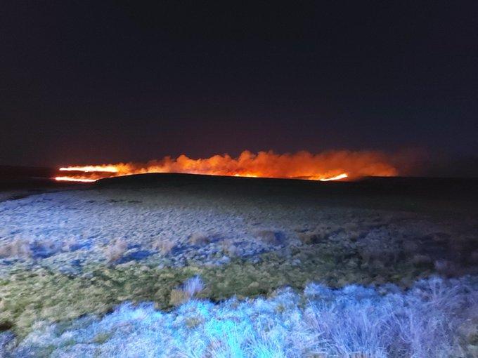 Huge 'one mile' fire breaks out on Marsden Moor, The Manc