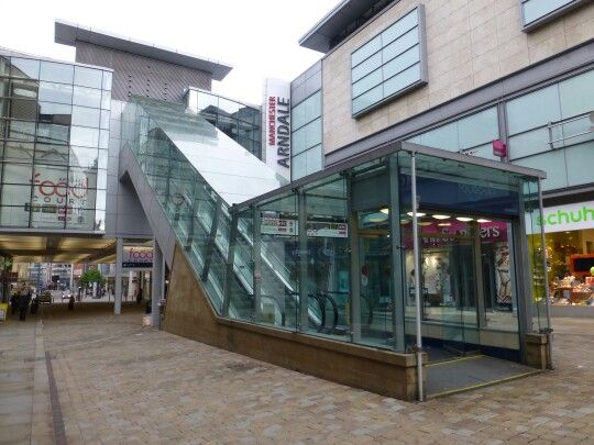 The Manchester Arndale Food Court escalators now go both ways, The Manc
