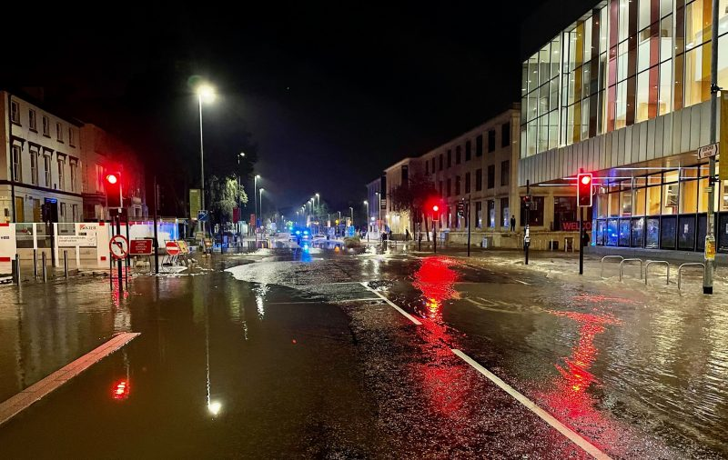 Oxford Road to remain closed for 'most of the day' due to serious flooding, The Manc