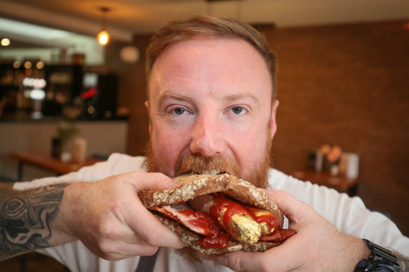Bolton chef spoofs Salt Bae's £850 steak with gold-wrapped chips and sausage butties, The Manc